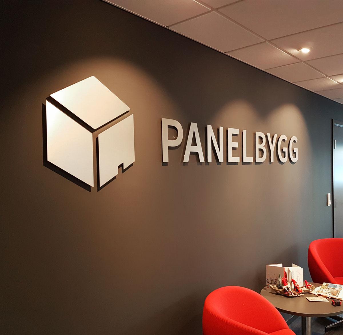 Skilt i Panelbygg sine kontorer - laget av Ide Systemer