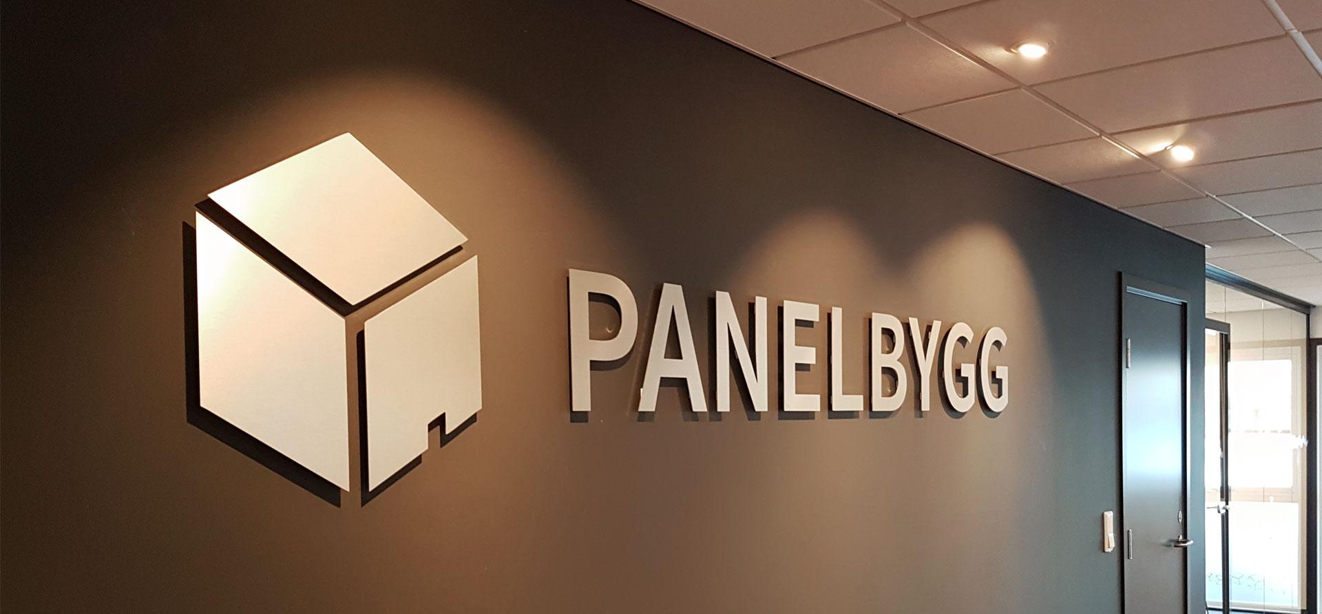 Ide Systemer har laget skilt i Panelbygg sine kontorer